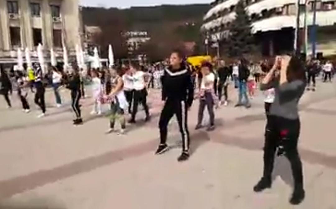 Танцов флашмоб – в гр. Дупница.